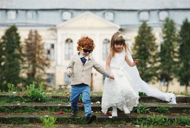 Kinder auf Hochzeit Bild