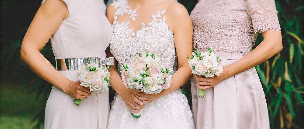 Trauzeuge Bild - Frauen mit Brautpaar